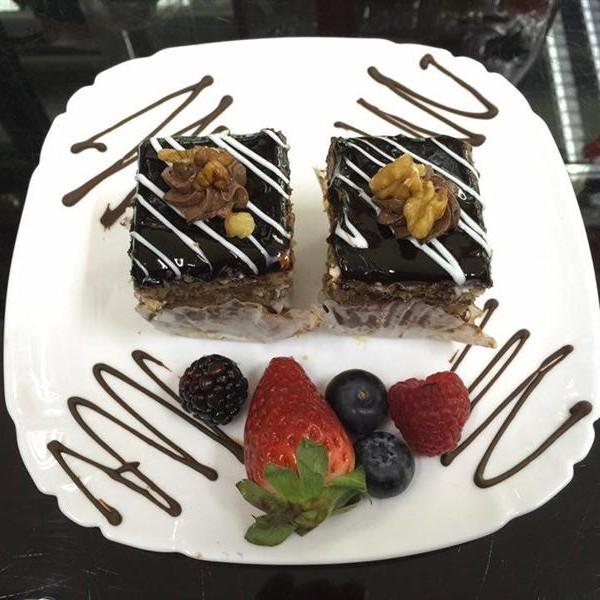mini prajituri romanesti Londra cu ciocolata si nuca