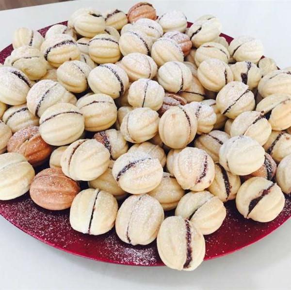 nuci romanesti cu fructe de padure
